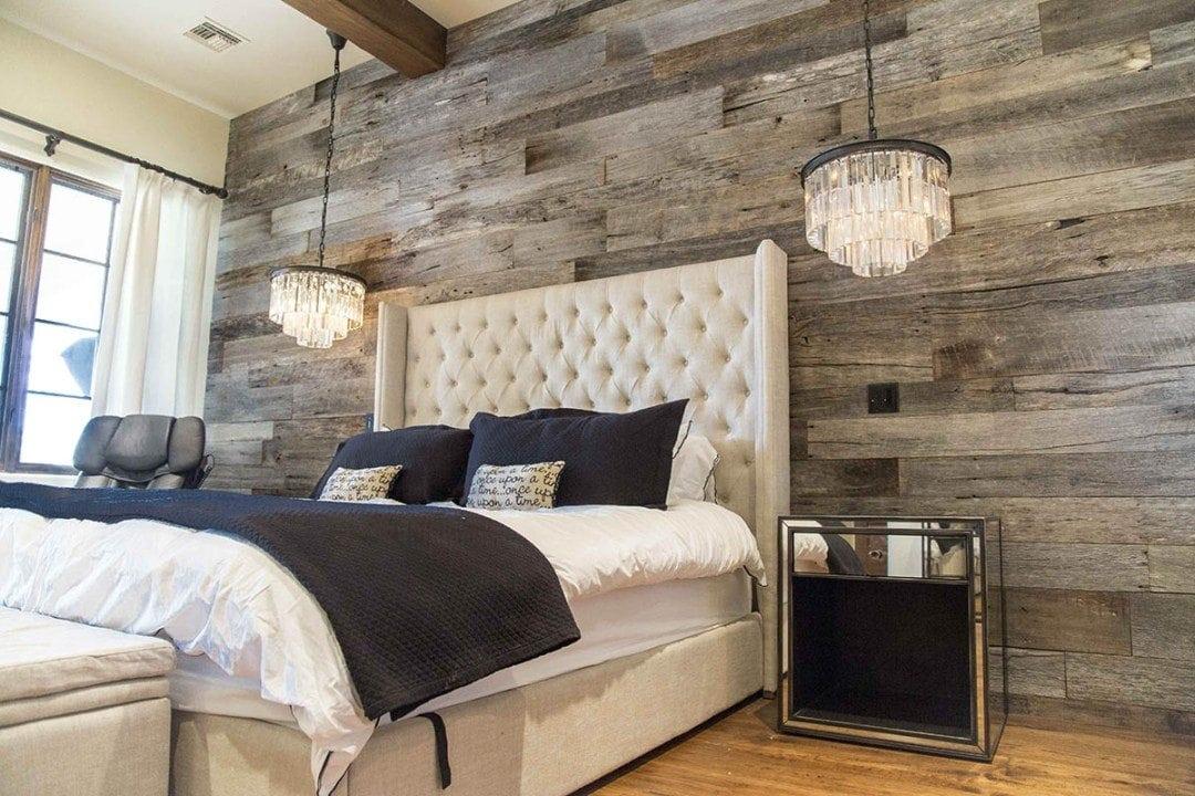 Tobacco barn grey wood wall covering master bedroom - Paredes decoradas modernas ...