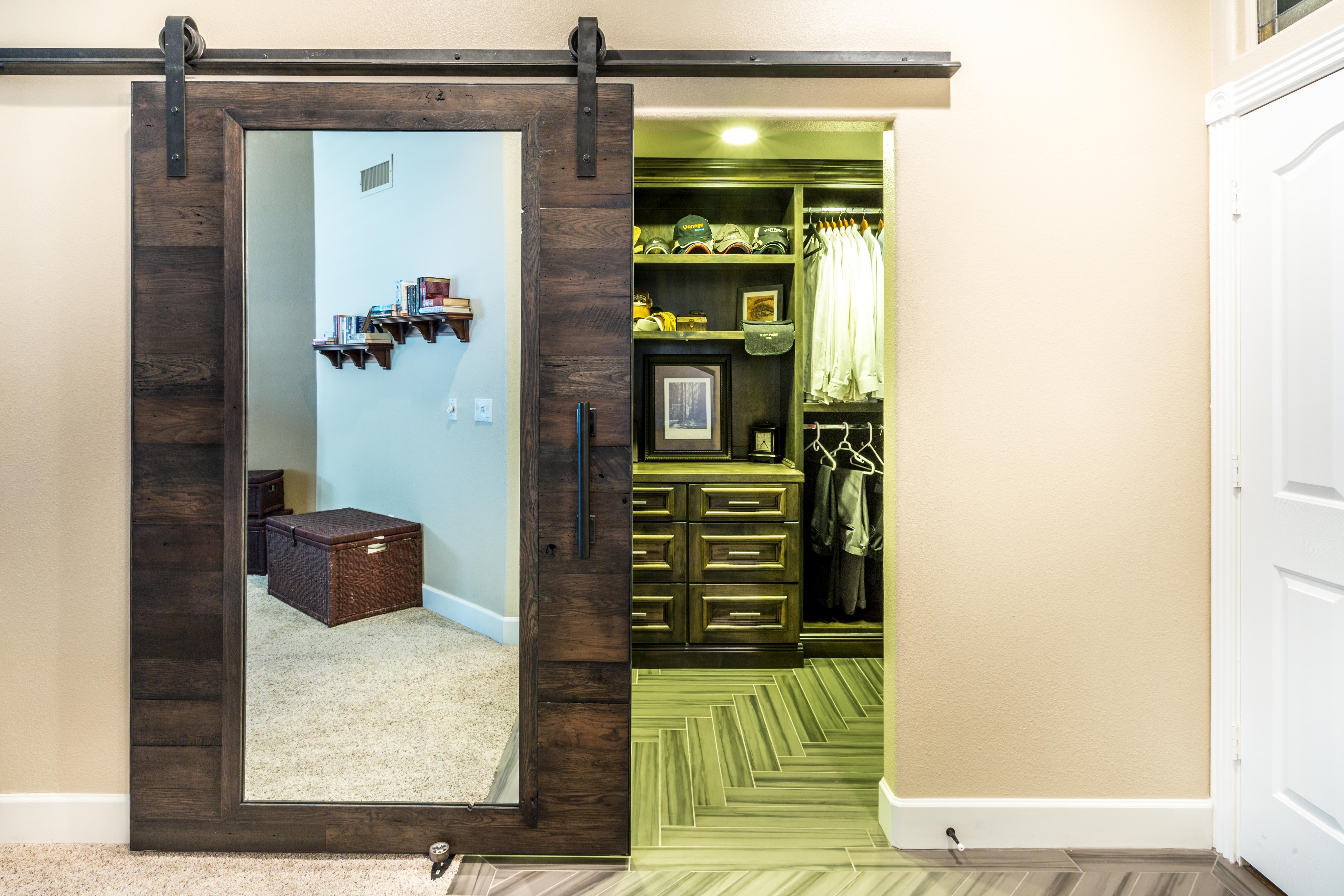 closet sliding door with mirror porter barn wood. Black Bedroom Furniture Sets. Home Design Ideas
