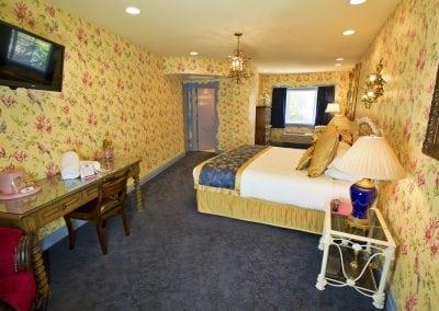 uglyhotelroom1