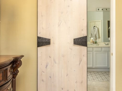 Off-White Master Bedroom Sliding door